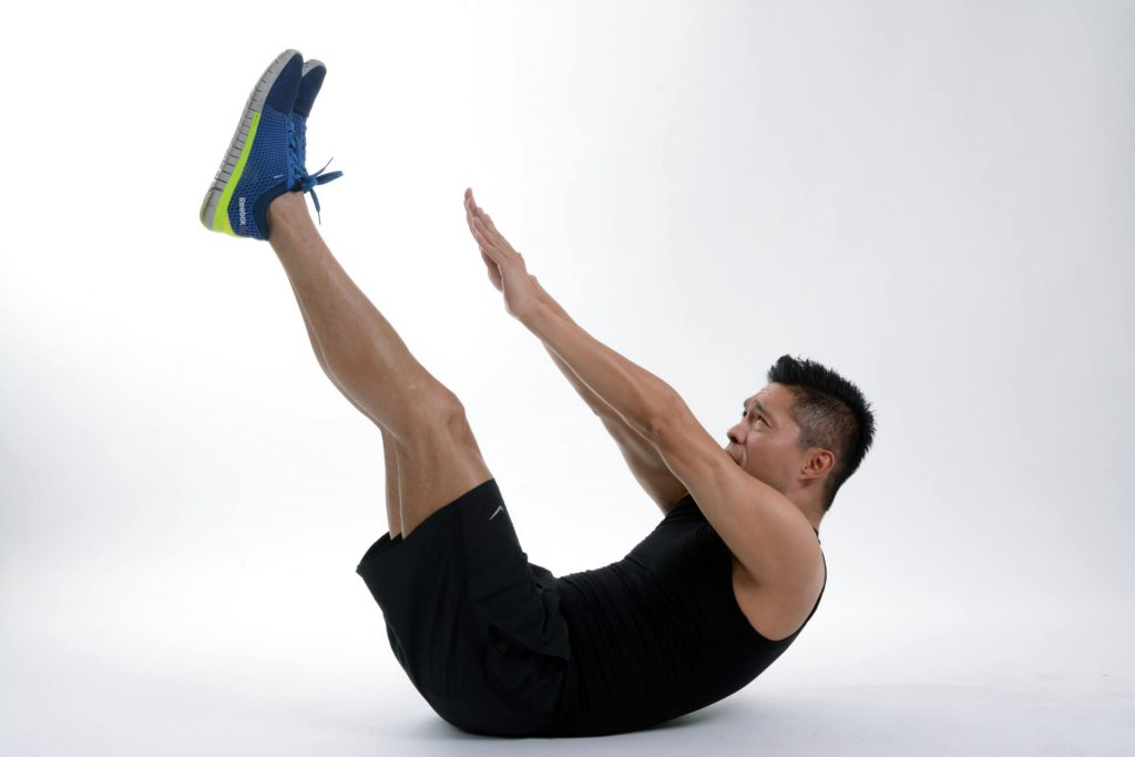 V 字形起坐可以訓練腹肌