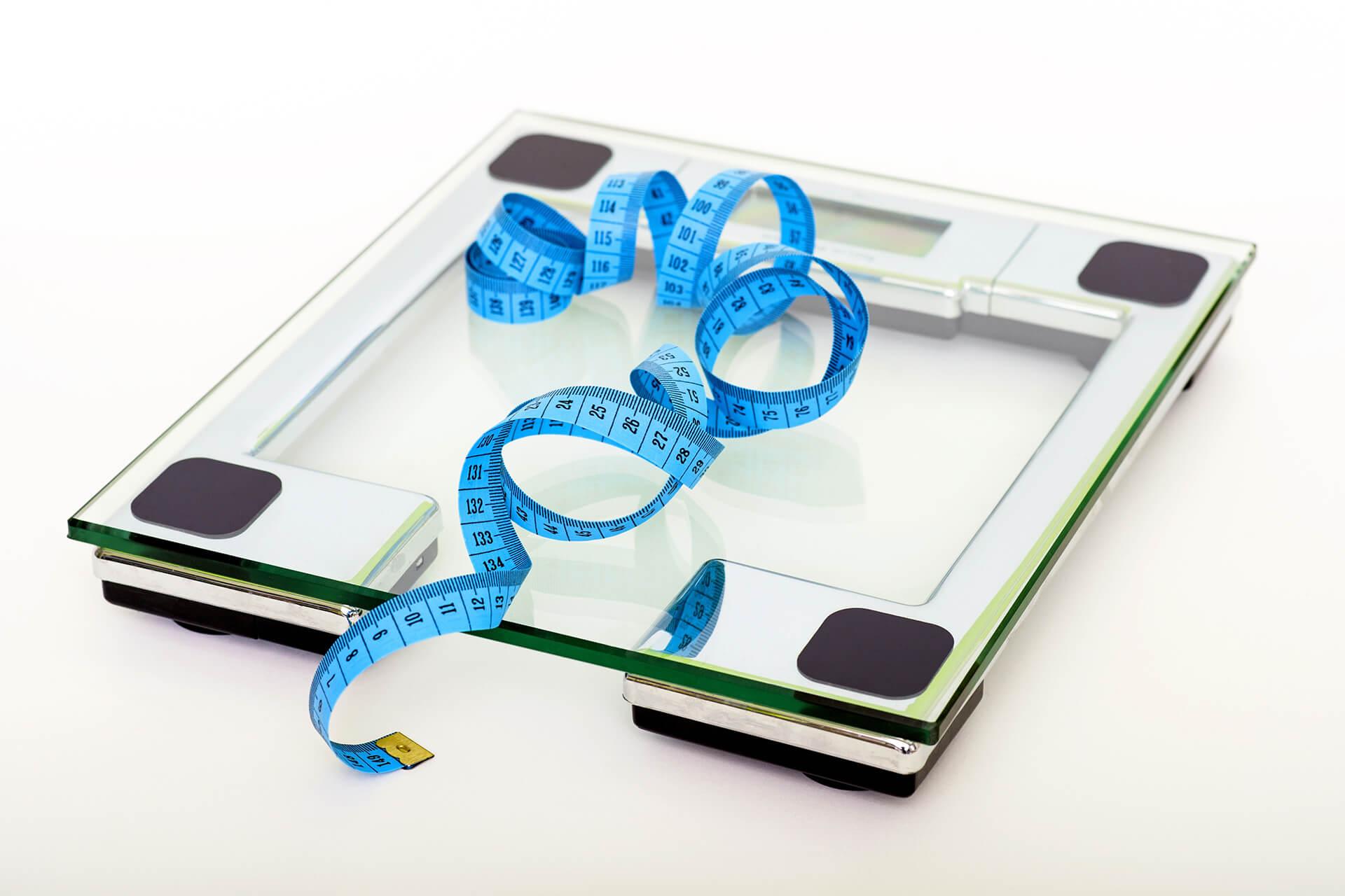 TDEE計算機可以幫你計算你每日總能量消耗,來當作增肌或減脂的標準。